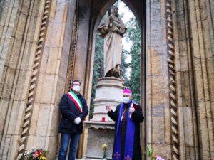 L'Arcivescovo in preghiera al Cimitero Comunale di Monreale